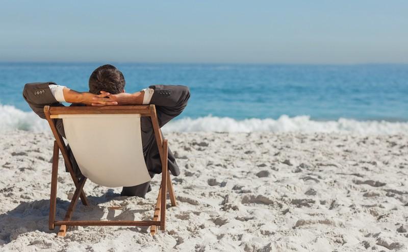 Si en el trabajo coincidimos al pedir vacaciones ¿quién tiene preferencia?